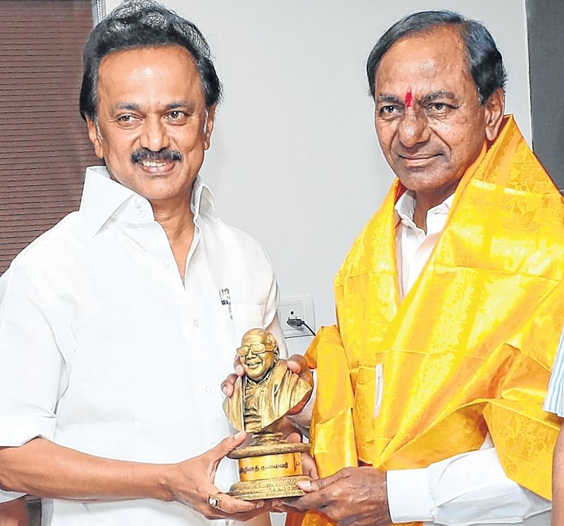 KCR, eyeing a larger role, meets M K Stalin; pushes for federal front