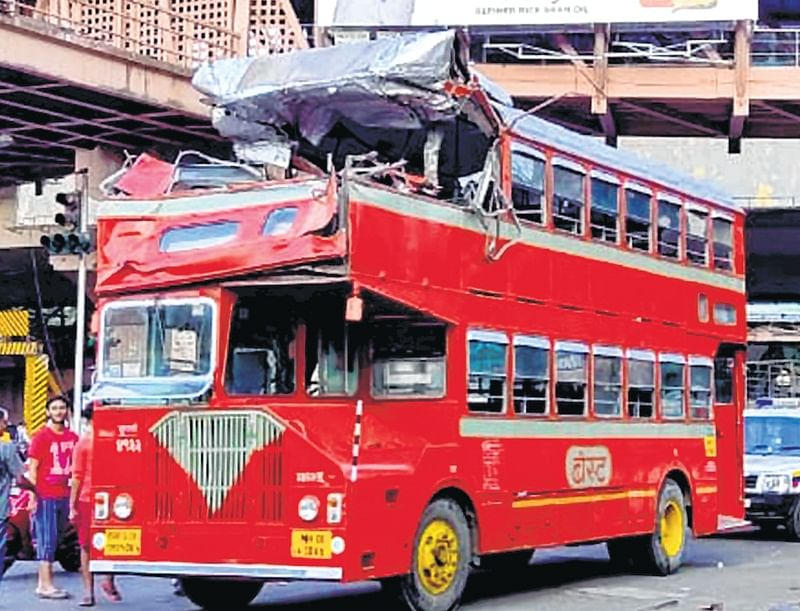 Mumbai: BEST bus crashes into overhead gantry of Vakola bridge; no injuries