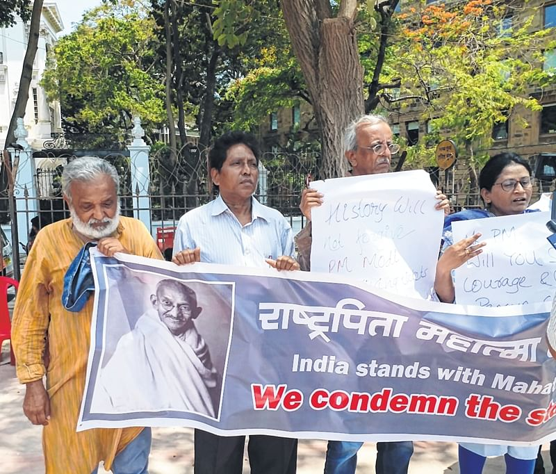 Bhopal: Gandhians demand cancellation of Pragya's candidature