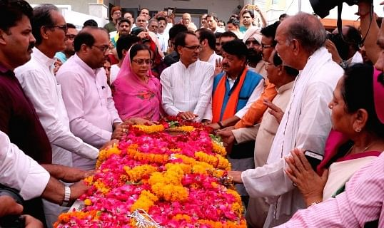 Bhopal: Last rites of Prem Singh Chouhan father performed at Jait