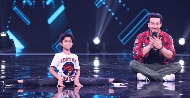 Shilpa Shetty's son Viaan does a cartwheel with his idol Tiger Shroff!
