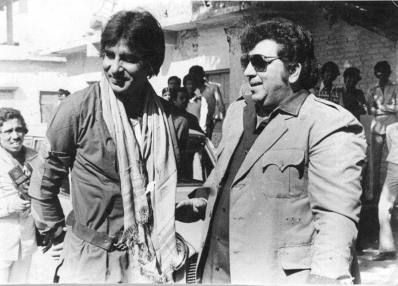 bollywood-ke-kisse-amitabh-bachchan-helped-amjad-khan-at-his-last-time-गब्बर सिंह