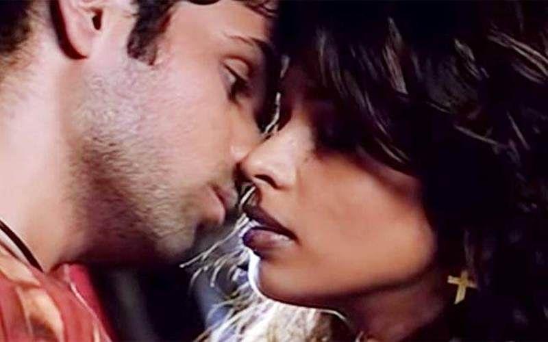 Hot kiss moving