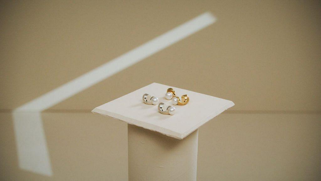NOVA smart earrings