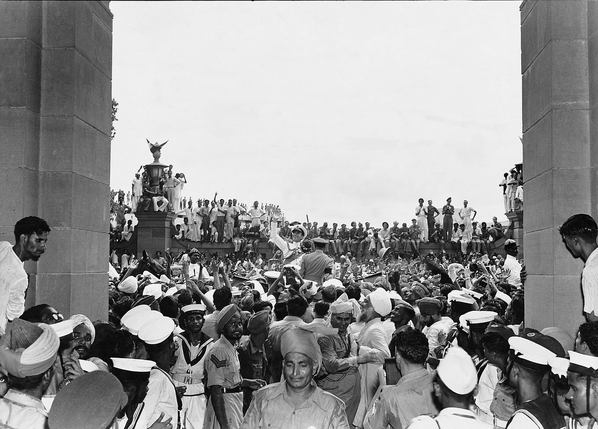 """<div class=""""paragraphs""""><p><em><strong>Mountbatten among the jubilant crowds outside the Parliament House on August 15, 1947, Homai Vyarawalla.</strong></em></p></div>"""