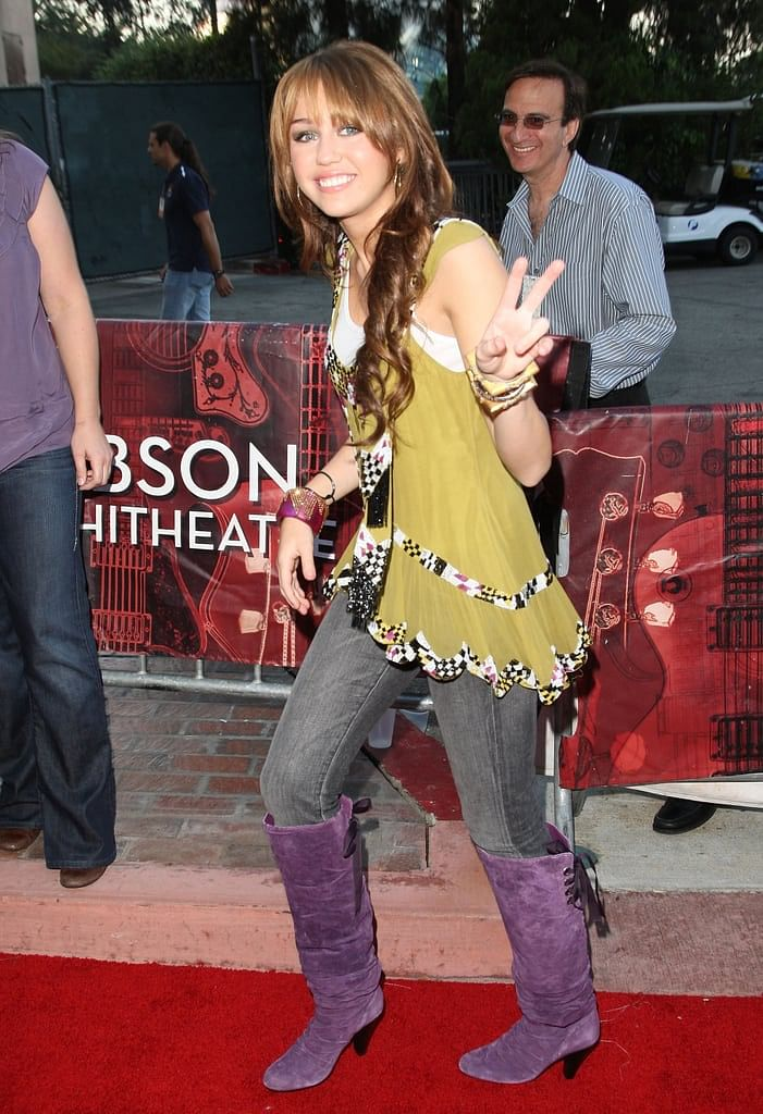 """<div class=""""paragraphs""""><p>Miley Cyrus lived it&nbsp;</p></div>"""