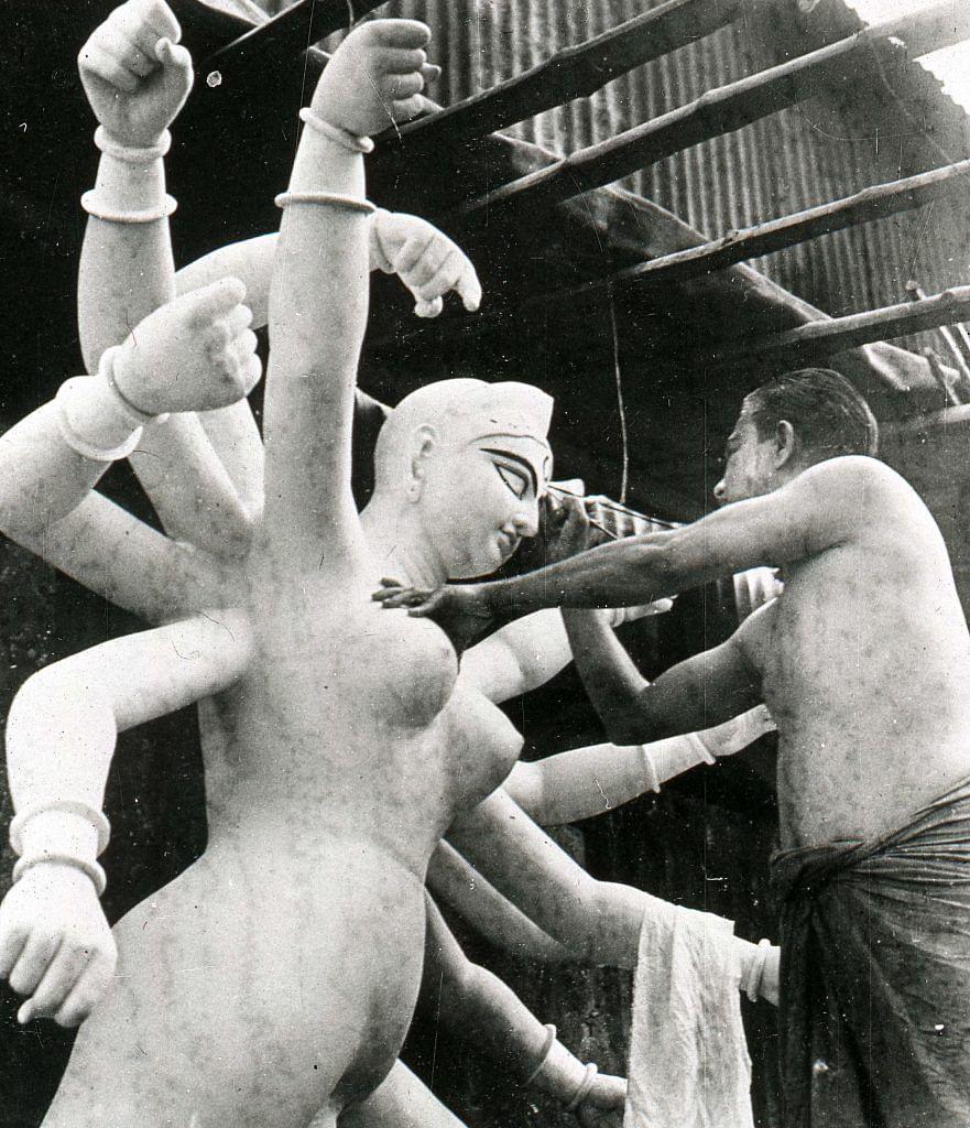 """<div class=""""paragraphs""""><p><strong>Debalina Majumdar, Durga Puja series. c.1962-65 </strong></p></div>"""