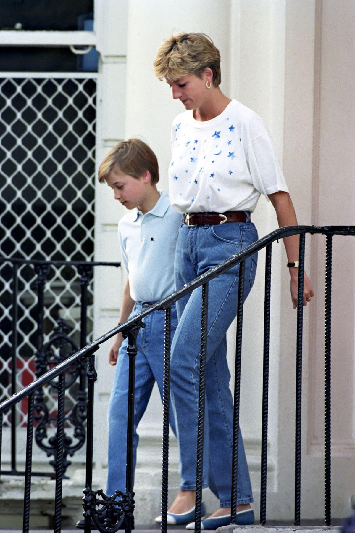 """<div class=""""paragraphs""""><p>Princess Diana rocking high-waisted denims</p></div>"""
