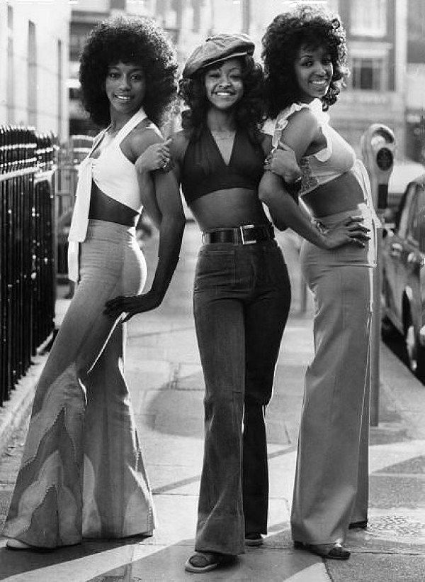 """<div class=""""paragraphs""""><p>Bell bottoms were incredibly popular on the streets</p></div>"""