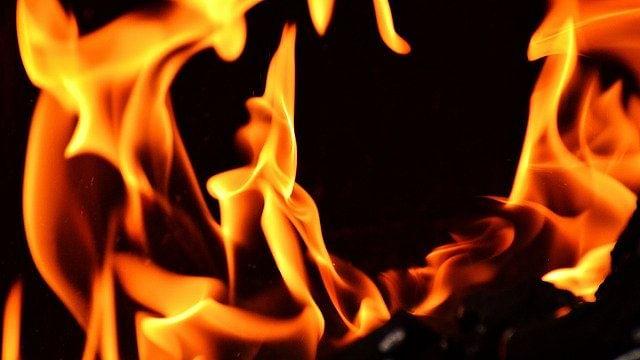 Baramulla blaze reduces 13 houses to ashes