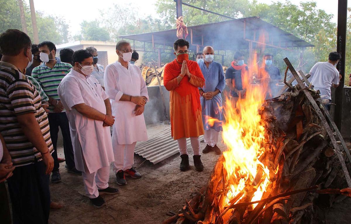 In Pictures: Last Rites of Rakesh Pandita Held in Jammu