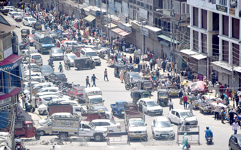 Markets reopen after weekend Covid curfew