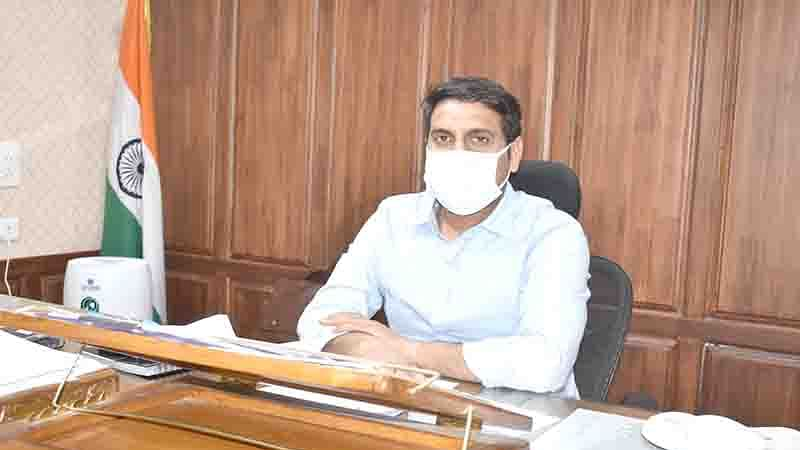 DC Srinagar holds grievance redressal camp at Balhama