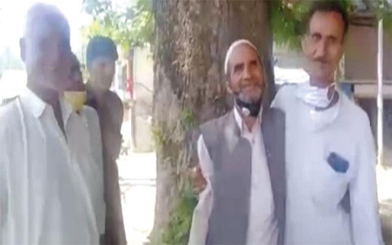 AFTER 30 YEARS | Kashmiri Pandit returns to meet Muslim friend in Kupwara