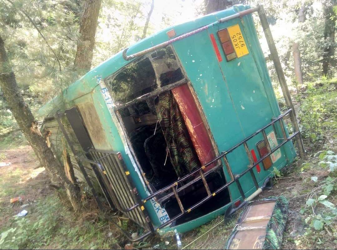 Over a dozen injured as picnic bus overturns near Shranz waterfall