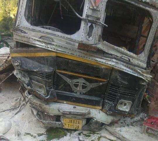Three injured as truck rolls down into gorge on Jammu-Srinagar highway