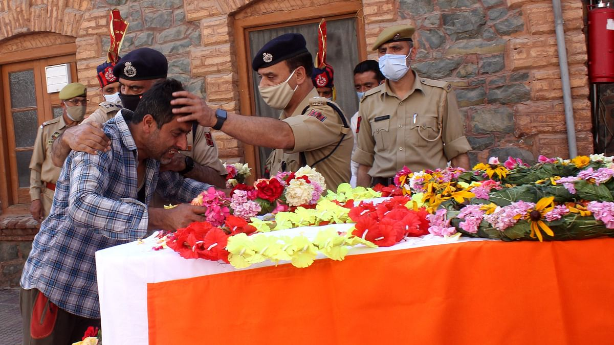 In Pictures: Tributes Paid to Cops Killed In Sopore Attack