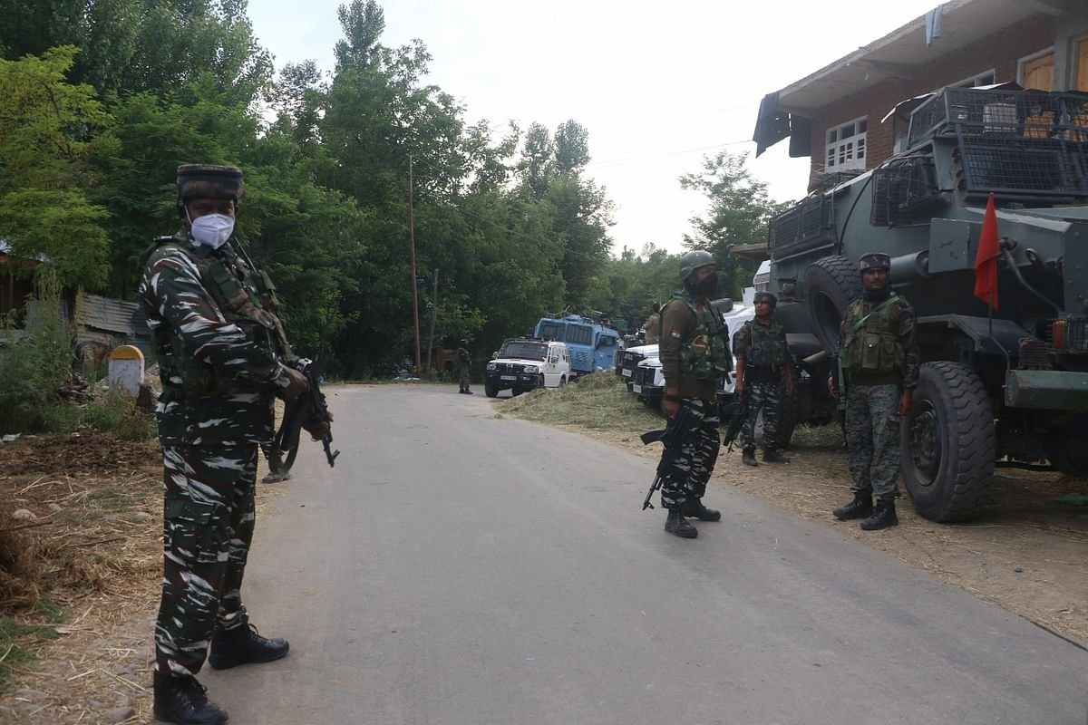 Militant killed in gunfight in central Kashmir's Budgam