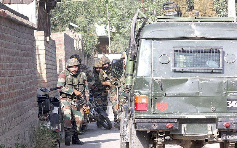 3 CRPF men including 2 officers injured in Maloora encounter
