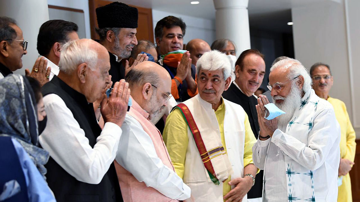 LG Sinha extends greetings