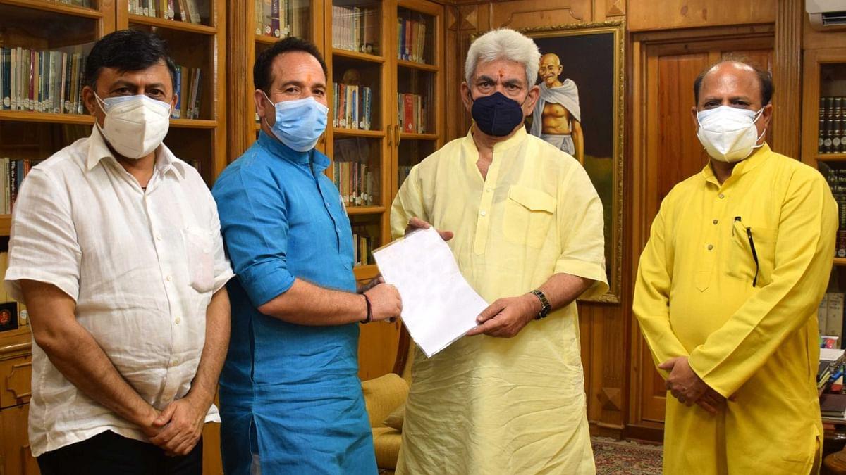 Former Ministers; VC CU Srinagar, Social Activist call on LG Sinha