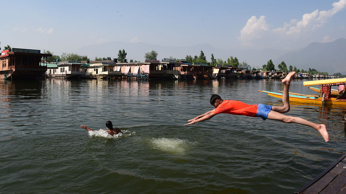 Heat wave returns as Srinagar sizzles at 33.8 degrees C