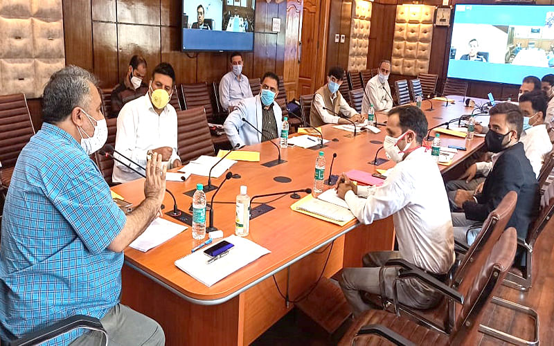 Revive dying crafts; link students to industries: Samoon to CDI
