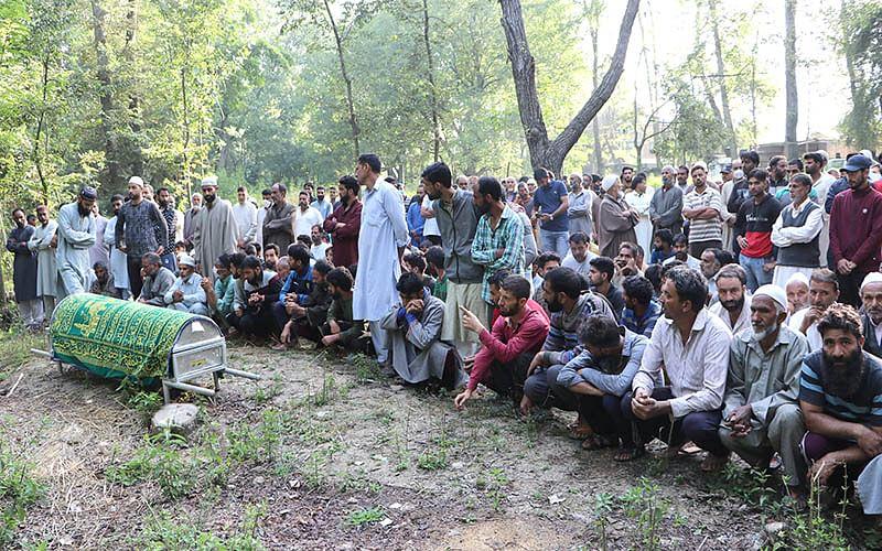 Various leaders condemn Tral killings