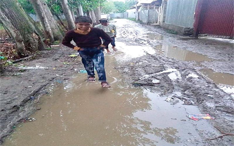 Terrible condition of inner link roads irk Kupwara villagers