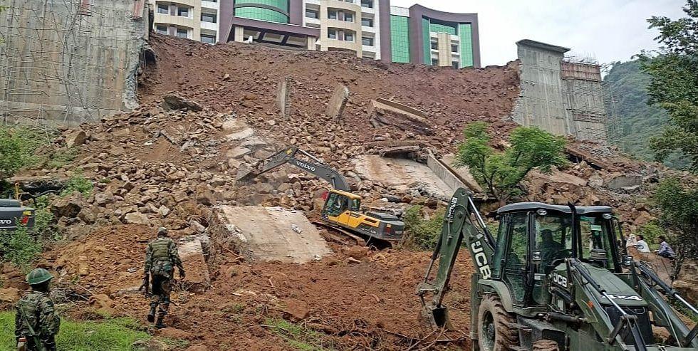 Body of elderly man buried under fallen boundary wall of GMC Rajouri retrieved