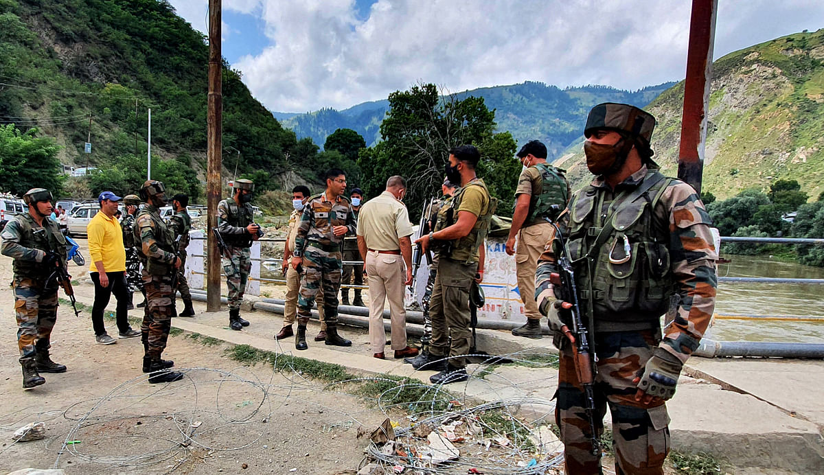 Four CRPF personnel, civilian injured in Baramulla grenade attack