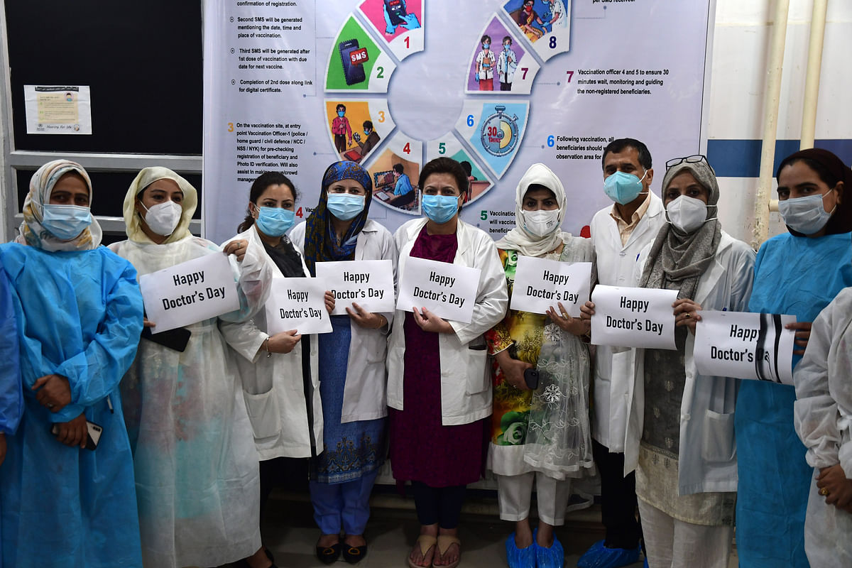 Doctors' Day: IMA felicitates five J&K doctors as COVID warriors