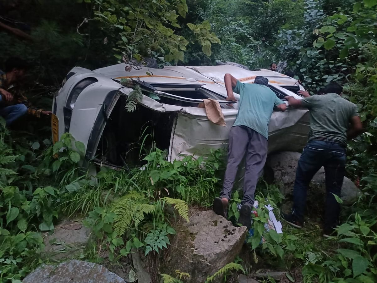 Five UP residents among six injured in Banihal road mishap