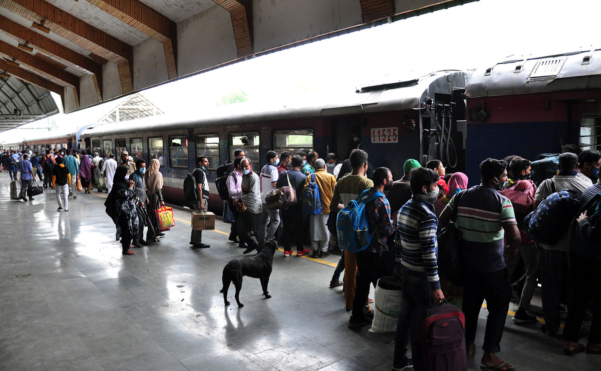 A huge rush of commuters was seen at the station as the train service resumed fully.