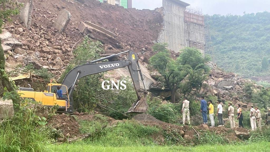 Elderly man feared dead after massive boundary wall of GMC Rajouri collapses