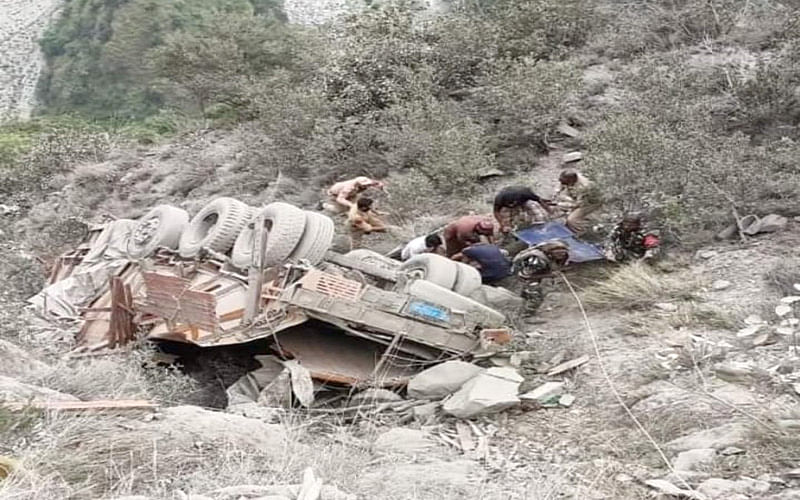 1 killed, 1 injured as truck falls into gorge
