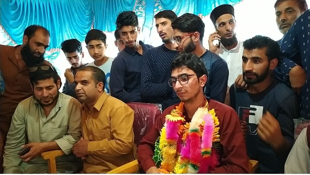 Cart puller's son becomes first from Kashmir to crack prestigious Indian Economic Service exam