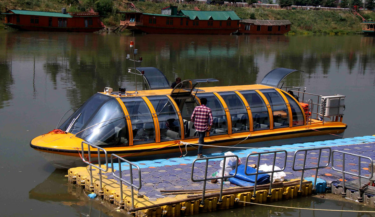 Trial run of luxury boat underway in Jhelum river