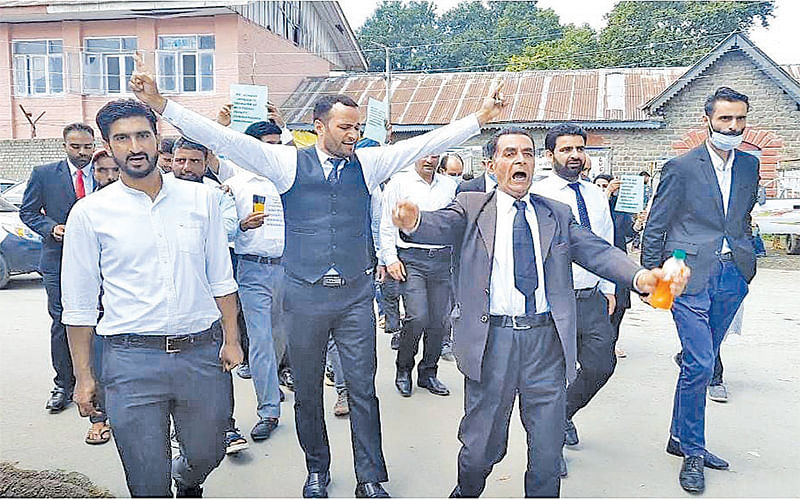 Lawyers stage protest in Handwara