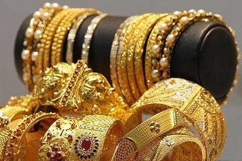 Gold jumps Rs 128; silver marginally up