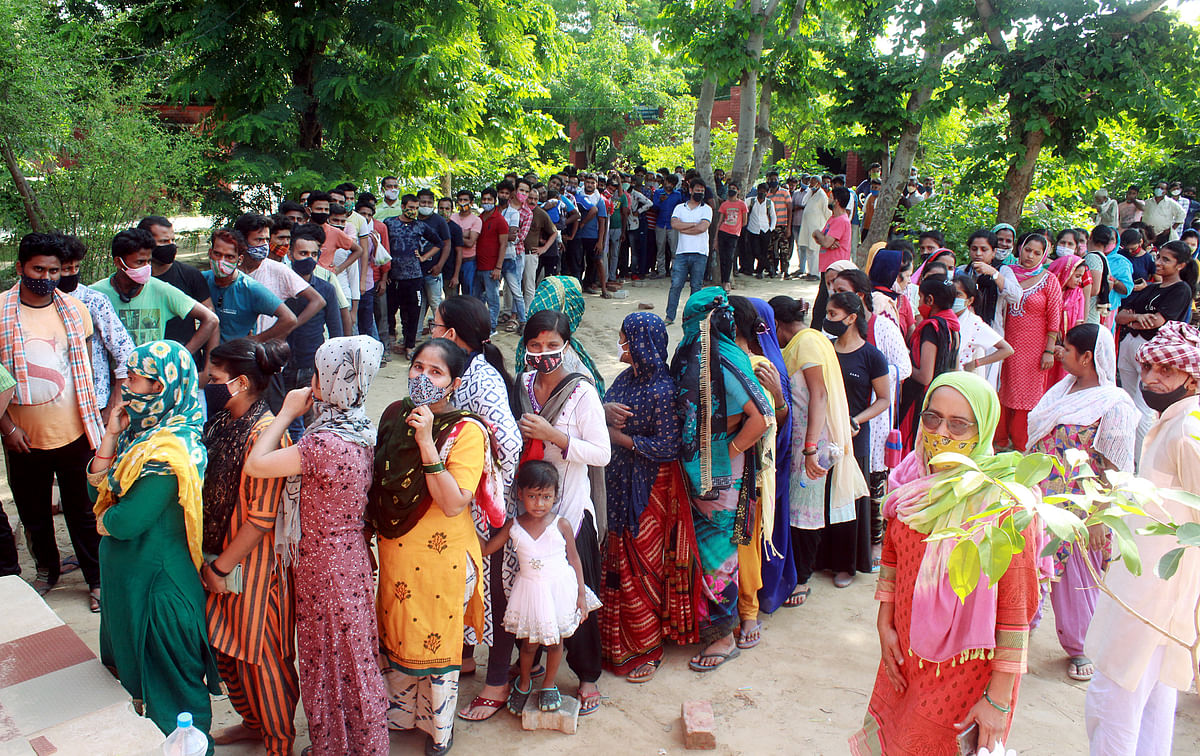 561 die of COVID, 15,906 new cases reported in India in last 24 hrs