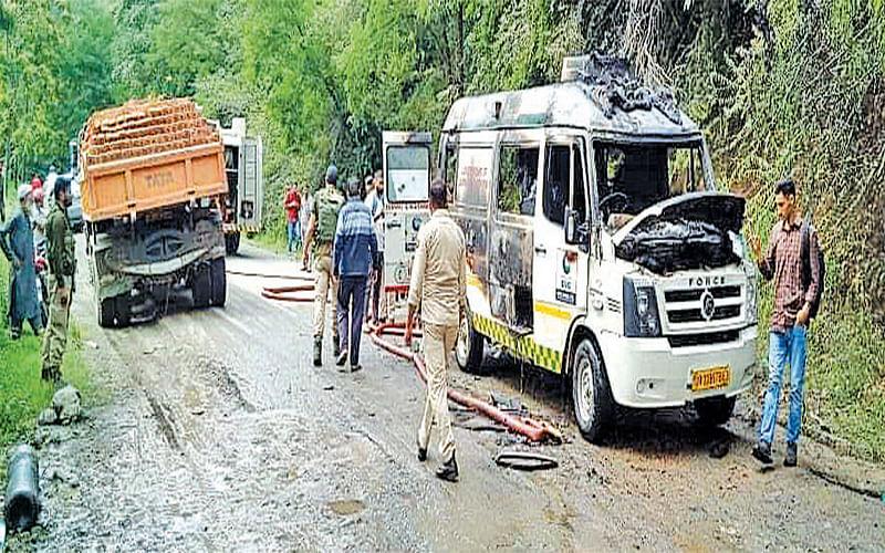 Ambulance catches fire on Bandipora-Srinagar road