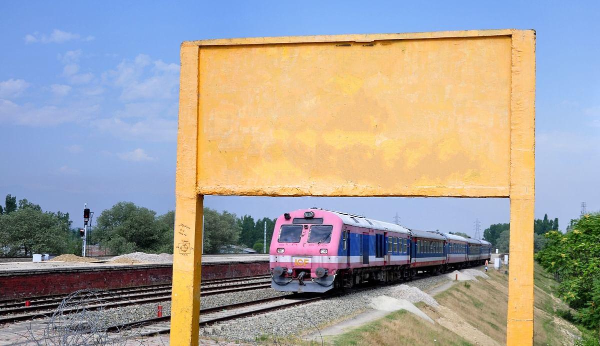 Teenage girl from Poonch hit by train in Srinagar, dies
