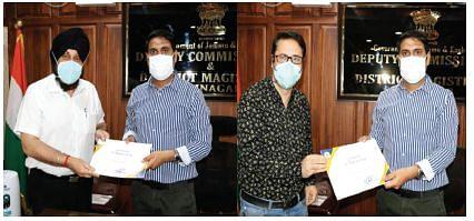 District Admin Srinagar felicitates MSs of SMHS, Khyber Hospitals