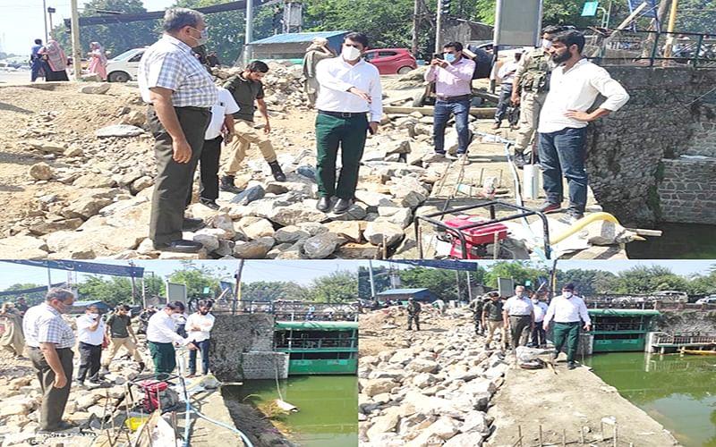 DC Srinagar inspects restoration of damaged road at Dalgate