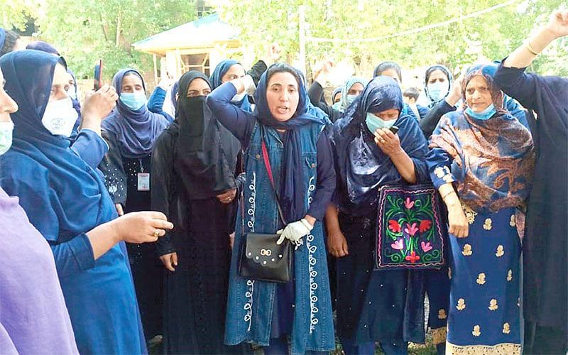 ASHA workers protest in Handwara, demand remuneration hike