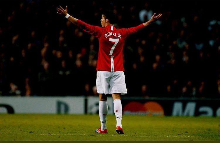 Ronaldo makes sensational return to Man United
