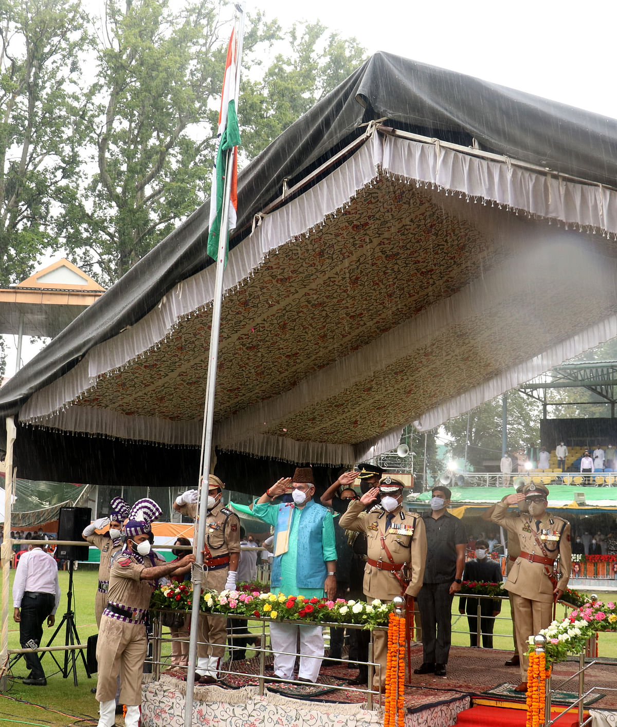 Lieutenant Governor, Manoj Sinha hoisted the Tricolour during the 75th Independence Day celebrations at Sher-i-Kashmir, Cricket Stadium on Sunday, 15 August 2021.