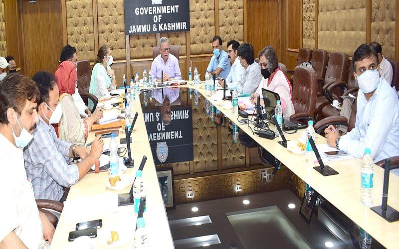 Farooq Khan reviews functioning of Social Welfare Department