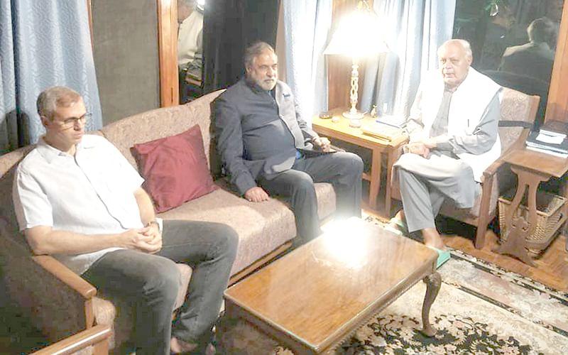 Congress leader Anand Sharma calls on Farooq, Omar